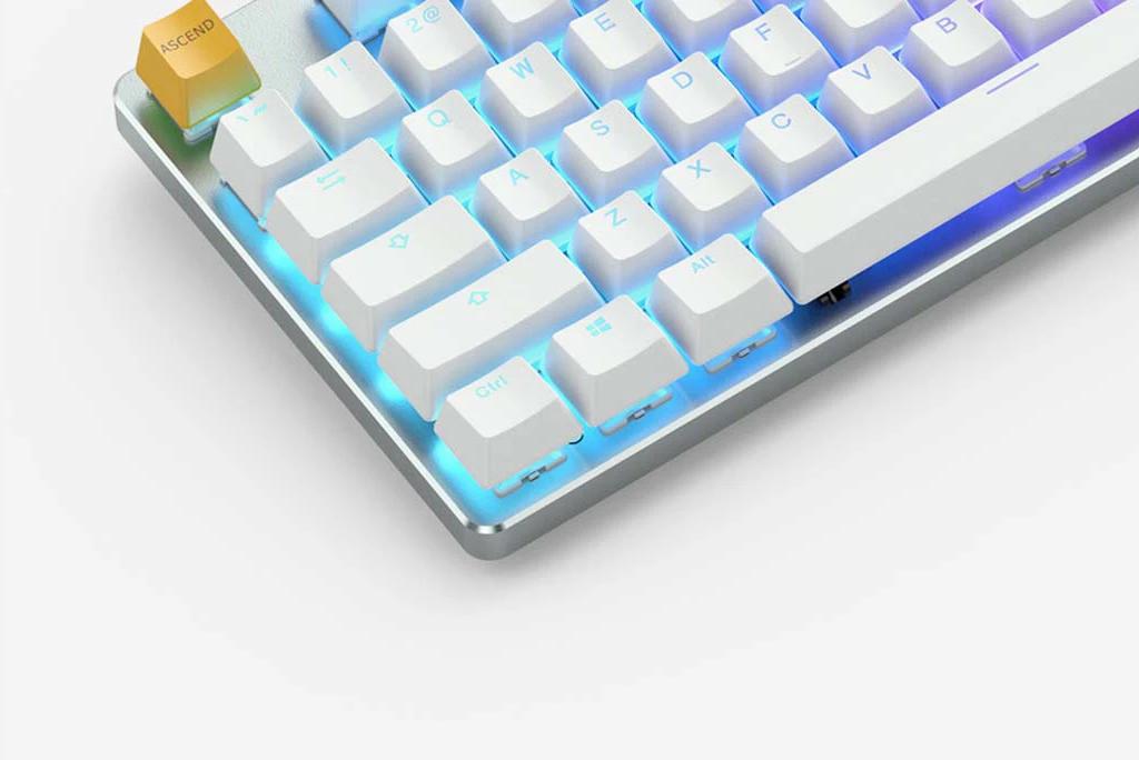 Геймърскa механична клавиатура Glorious White Ice GMMK RGB TKL, Gateron Brown US Layout-3
